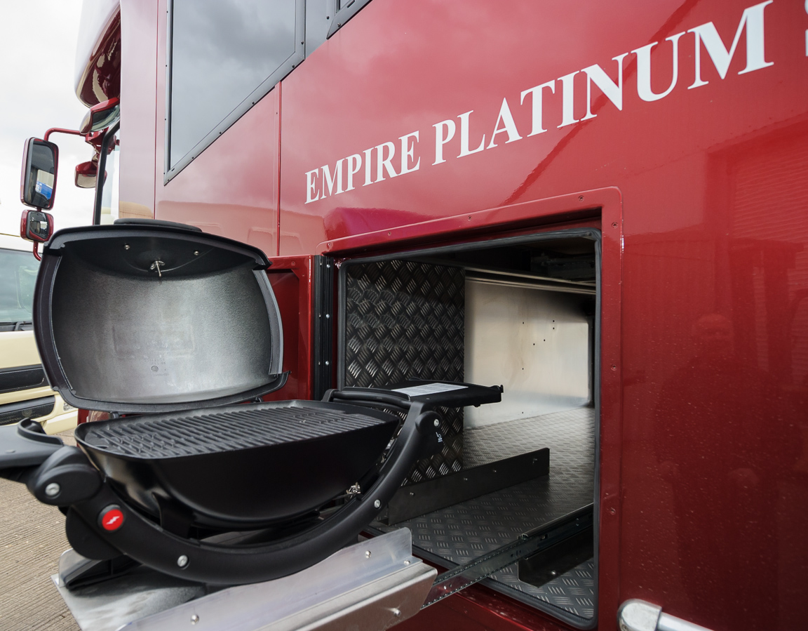 the built in weber bbq the empire platinum se - Empire Horseboxes