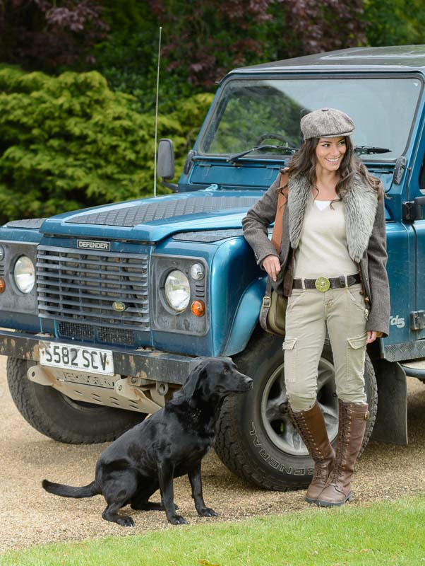 peachy belts model with land rover - Peachy Belts