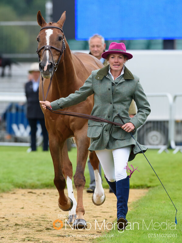 trot up wednesday land rover burghley 176 - Emma Brown Tweed
